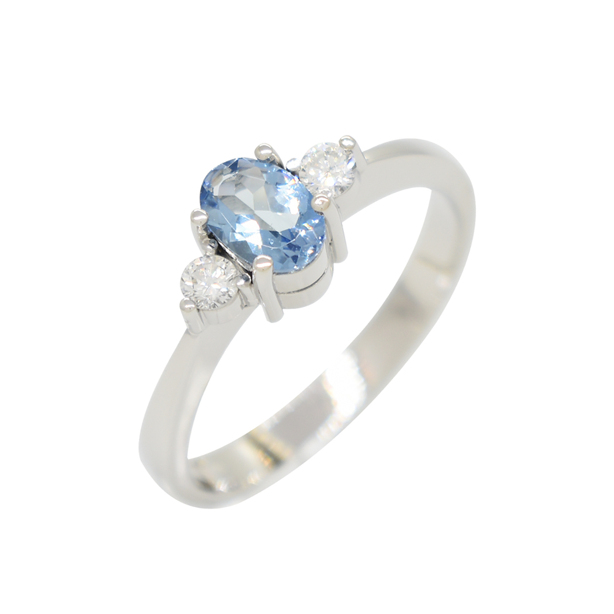 3-stones-ring-with-oval-shape-aquamarine-and-brilliant-cut-diamonds-in-white-gold