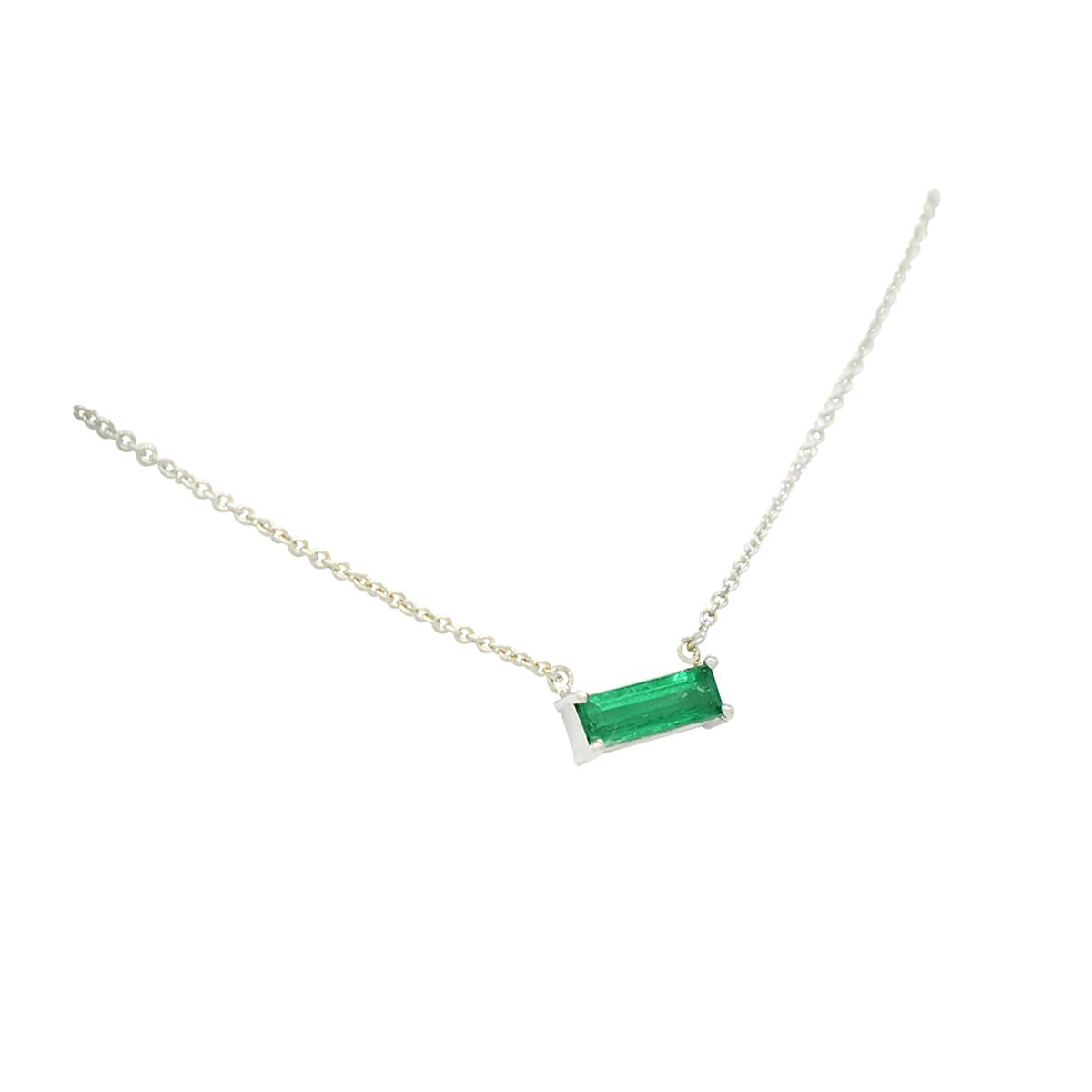 18k-white-gold-solitaire-emerald-necklace-with-baguette-cut-natural-colombian-emerald