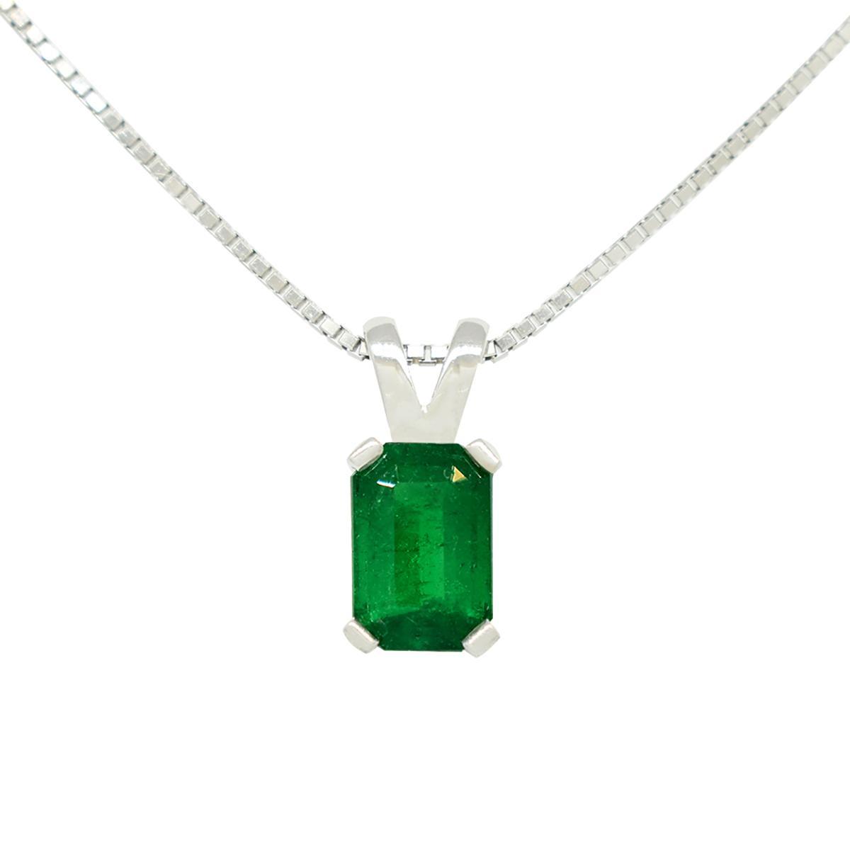emerald-cut-emerald-set-in-18k-white-gold-solitaire-pendant