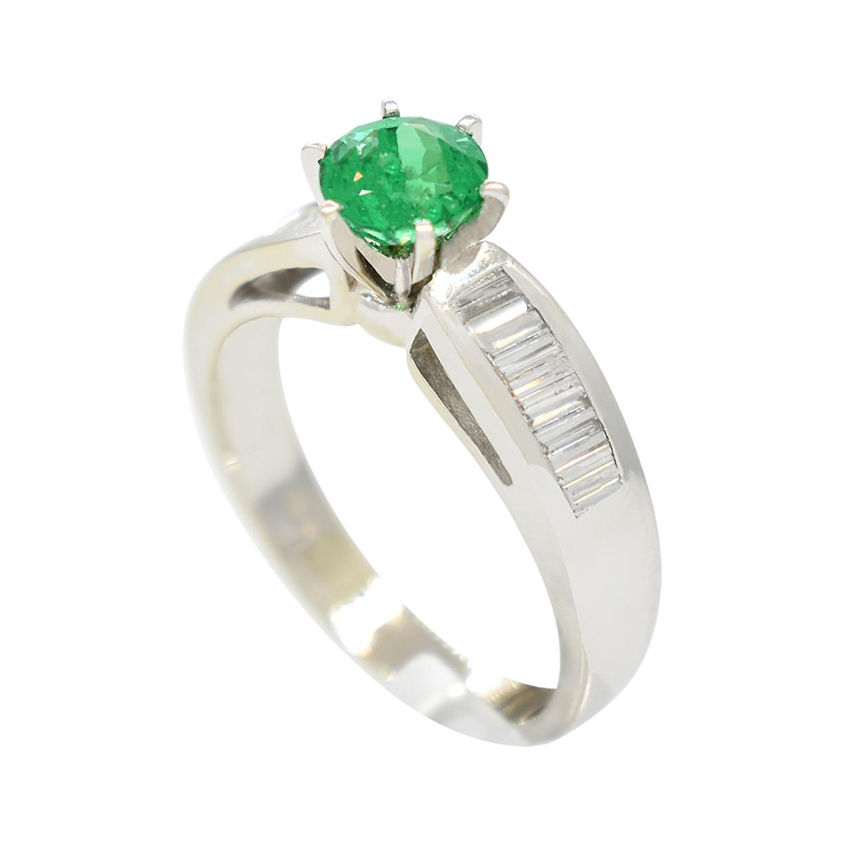 white-gold-emerald-engagement-ring-with-round-natural-emerald-and-baguette-cut-diamonds