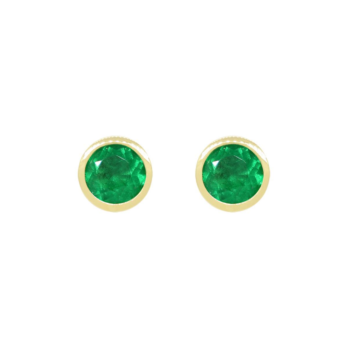 18k-yellow-gold-emerald-stud-earrings-in-bezel-setting