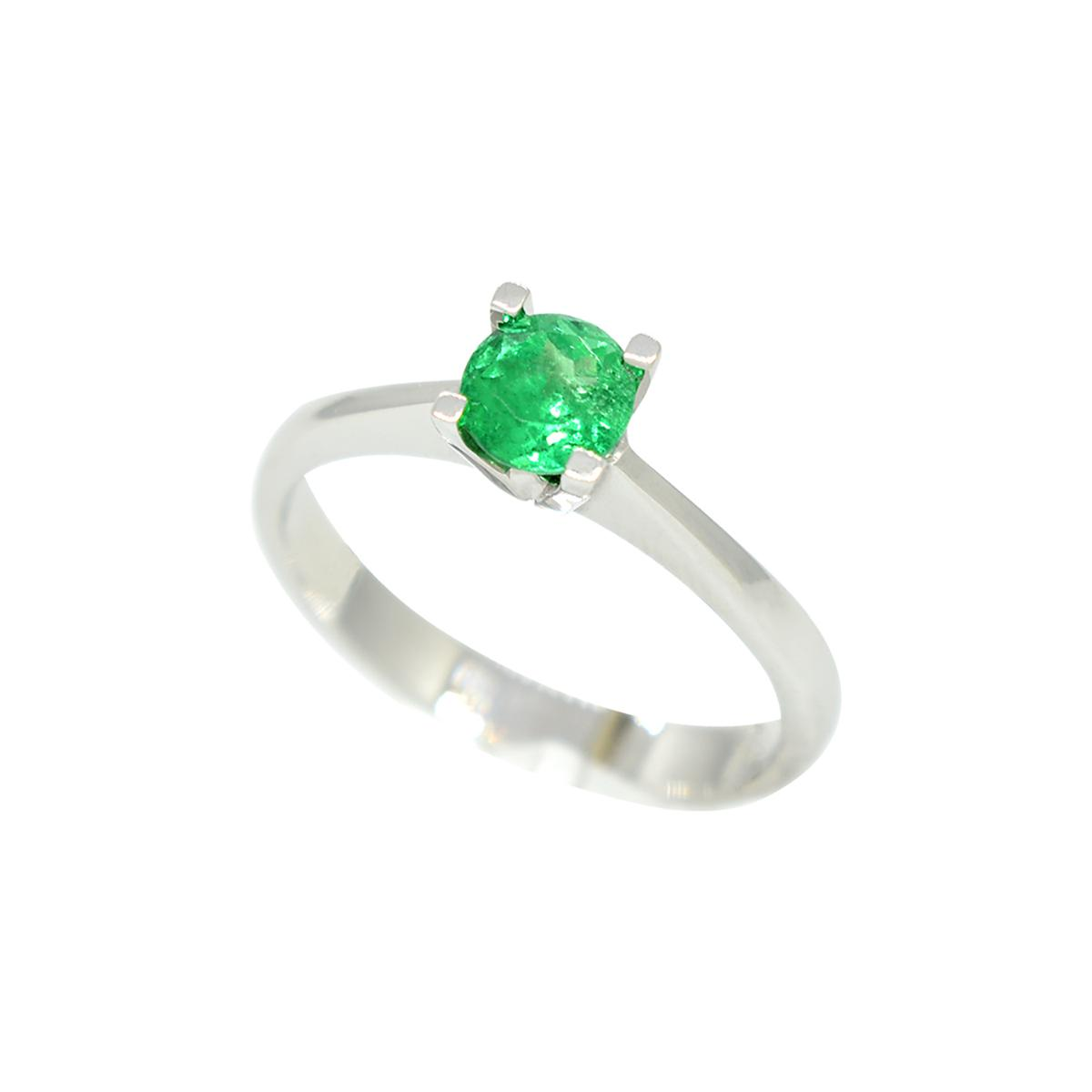 solitaire-emerald-ring-in-18k-white-gold-with-round-cut-natural-emerald