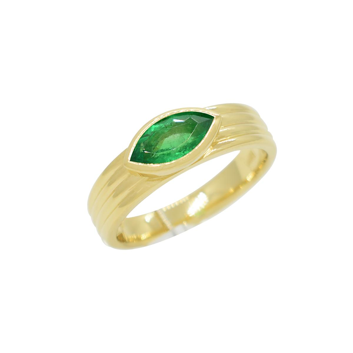 18k-gold-solitaire-emerald-ring-with-marquise-shape-natural-emerald